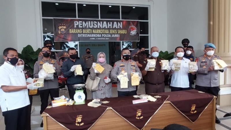 Wakapolda Jambi Brigjen Pol Yudawan Saat Memimpin Pemusnahan di Lapangan Hitam Mapolda Jambi, Rabu (4/8/2021).