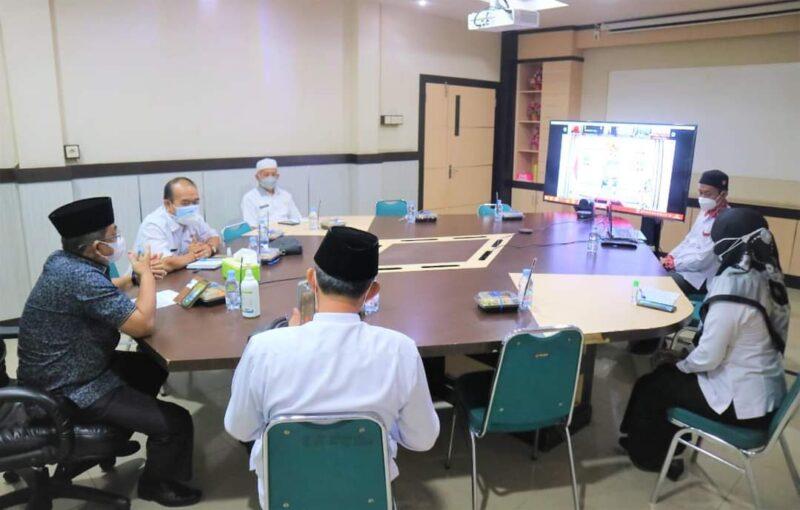 Bupati H. Anwar Sadat saat Webinar Sosialisasi IID dan IGA 2021 dengan Balitbang Kemendagri secara virtual di Ruang Rapat Bupati, Rabu (04/08/21). FOTO : PROKOPIM