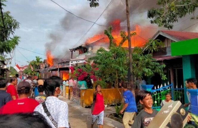 FOTO : Kobaran Api Saat Terjadi Kebakaran/PIS/Group