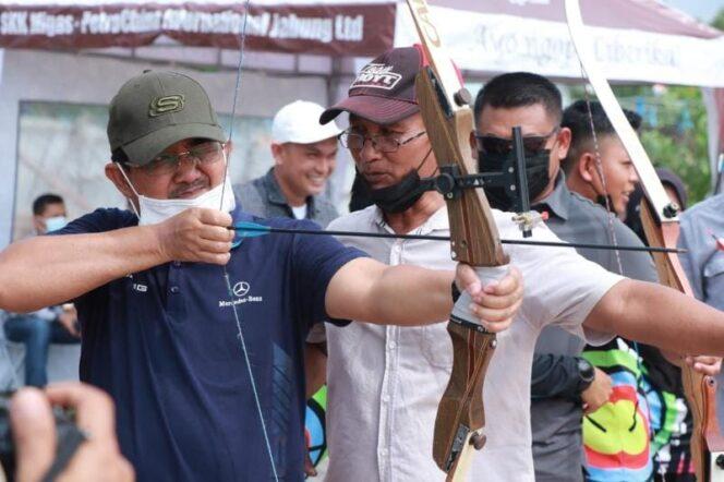 Bupati H. Anwar Sadat Potong Tumpeng Syukuran dan Launcing Sekar Kemuning Archery Club serta Forkopimda Memanah, Sabtu (28/08/21). FOTO : Asri
