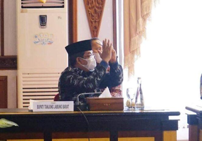 Bupati H. Anwar Sadat Saat Hadiri Acara Pengarahan Menteri Dalam Negeri Tito Karnavian terkait penanganan Covid-19, Jumat (03/9/21). FOTO : PROKOPIM