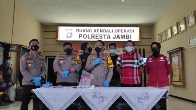 Kapolresta Jambi Kombes Pol Eko Wahyudi saat pres rilis, Selasa (07/9/21). FOTO : Dhea