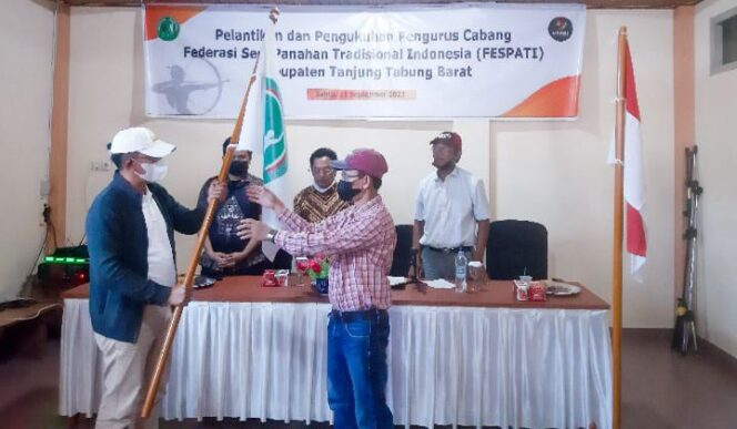 Prosesi Pengukuhan Pengurus Cabang Federasi Seni Panahan Tradisional Indonesia (FESPATI) Tanjab Barat di Grang Hotel Arriyadh, Sabtu (11/09/21). FOTO : ZN
