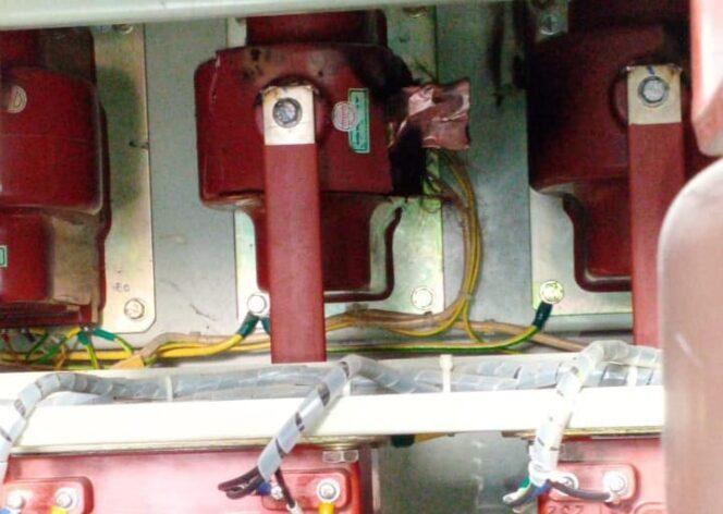 Komponen Yang Mengalami Kerusakan Menyebabkan Listrik di Kuala Tungkal Padam. FOTO : PLN ULP KTL