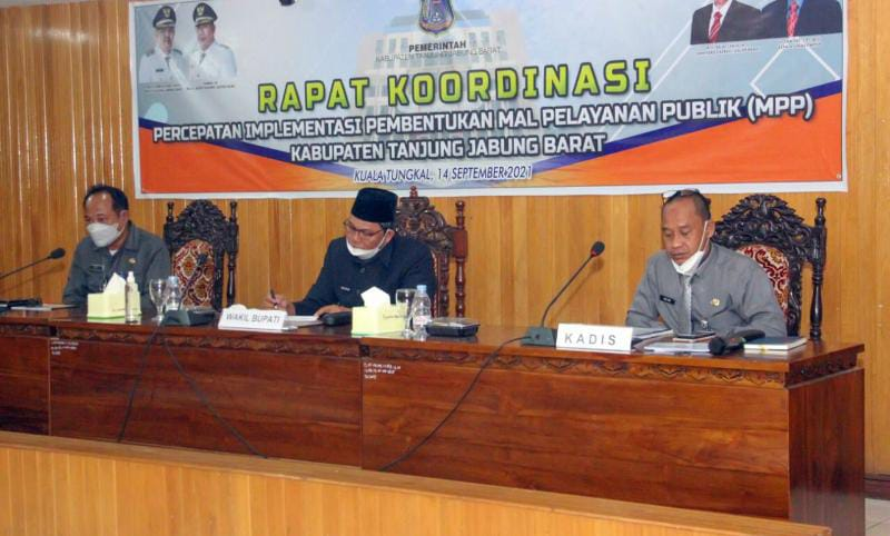 Rakor Percepatan Implementasi Pembentukan Mal Pelayanan Publik (MPP) dipimpin oleh Wakil Bupati Hairan, Selasa (14/9/21). FOTO : PROKOPIM