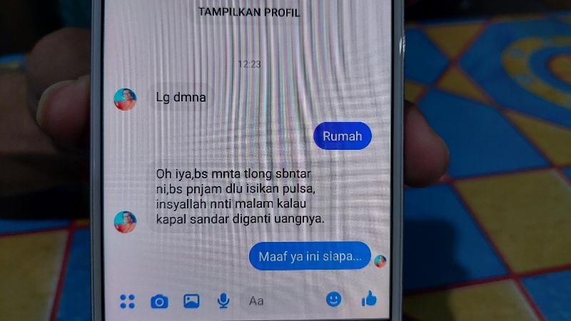 FOTO : Tangkapan Layar Chat Pelaku Pembajak Facebook kepada Target.