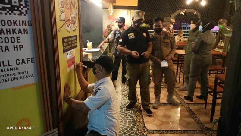 Petugas Gabungan Satgas Covid-19 Ketika Gelar Operasi Yustisi, Rabu (15/9/21) malam. FOTO : SATGAS.