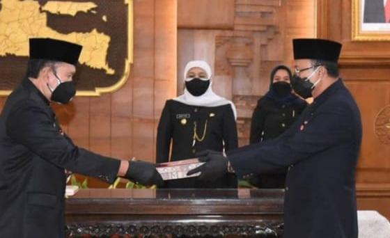 Gubernur Jatim Khofifah Indar Parawansa melantik 16 pejabat eselon II di Gedung Negara Grahadi Surabaya. FOTO : Jawapos/Istimewa