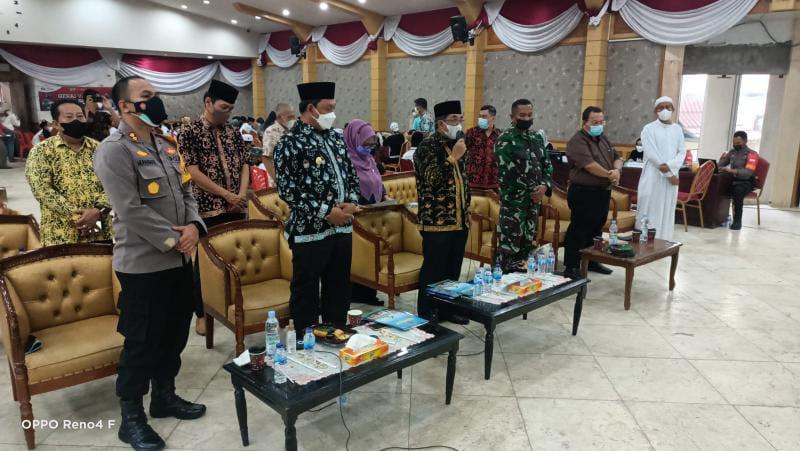 Bupati dan Forkopimda Iikuti Dialog Intraktif Virtual Penanganan COvid-19 dengan Kapolri dan Panglima TNI, di Balai Pertemuan, Jumat (17/9/21). FOTO : ZN