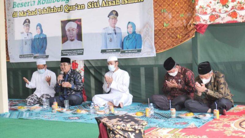 Bupati Tanjab Barat H. Anwar Sadat bersama Walik Bupati Hairan Saat di Pondok Tahfidz Qur'an Siti Aisyah Ismail Desa Kelagian, Kamis (16/9/21). FOTO : PROKOPIM