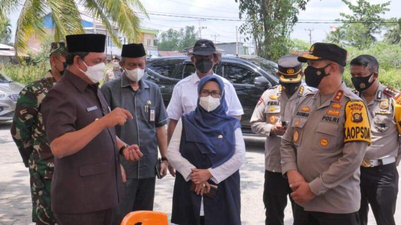 Wabup Hairan Ketika Dampingi Kapolda Jambi Irjen Pol A. Rahmad Wibowo Meninjau Kesiapan Pelaksanaan MTQ tingkat Provinsi Jambi di Kuala Tungkal, Rabu (22/9/21). FOTO : PROKOPIM