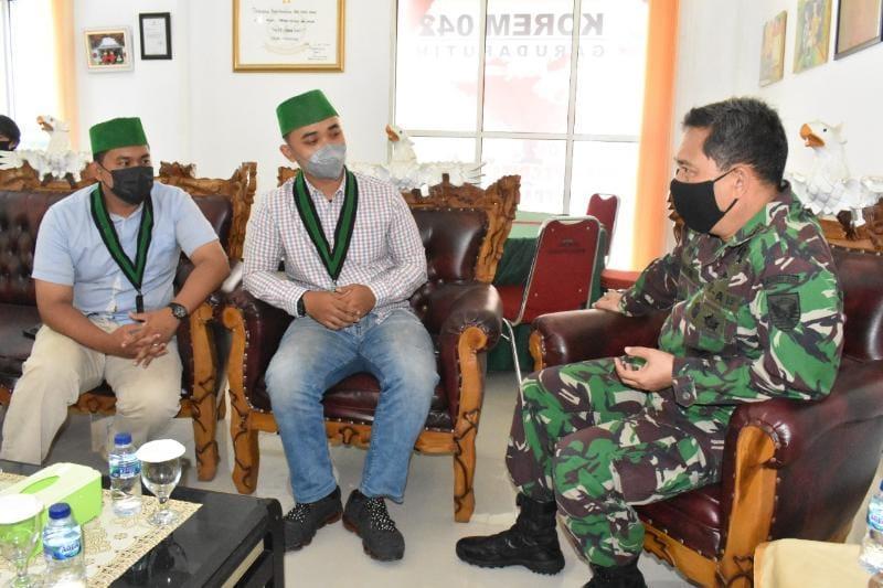 Kepala Staf Korem 042/Gapu Kolonel Inf M. Yamin Dano menerima Audiensi HMI Cabang Jambi di Ruang Transit Korem 042/Gapu, Senin (27/9/21). FOTO : PENREM