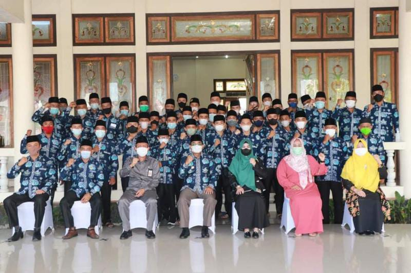 Acara Pelepasan Kafilah MTQ Kabupaten Tanjab Barat oleh Bupati H. Anwar Sadat untuk mengikuti pergelaran MTQ ke 50, Selasa (28/9/21). FOTO : PROKOPIM