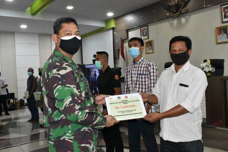 Kasrem 042/Gapu Hadiri Launching Bantuan Tunai TNI untuk PKL dan Warung