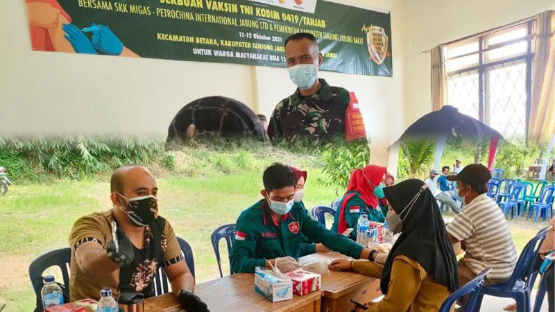 SKK Migas-PetroChina Gelar Vaksinasi Covid-19 Tahap II di Kecamatan Betara. FOTO : Dok. SKK Migas-PetroChina.