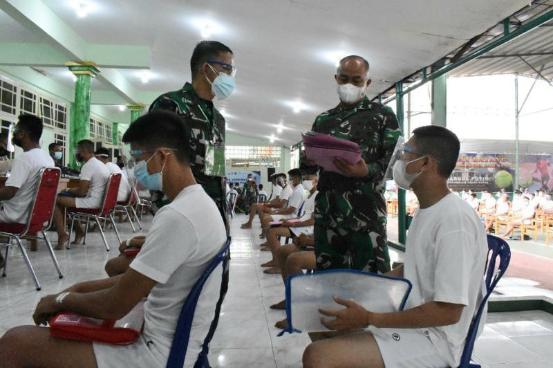 Danrem 042/Gapu Brigjen TNI M. Zulkifli mendampingi Tim Wasgiat Seleksi Penerimaan Cata PK TNI AD Gel II tahun 2021 di Balai Prajurit Makorem 042/Gapu Jambi, Rabu (13/10/21). FOTO : Penrem.