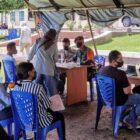 FOTO : Yonif Raider Khusus 732/Banau Saat Laksanakan Vaksinasi Covid-19 di halaman Polres Halut, Rabu (20/10/21).