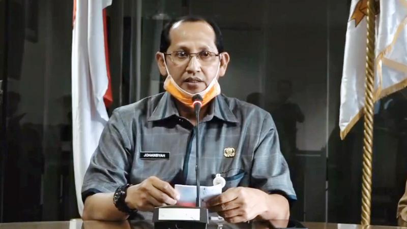 FOTO : Johansyah juru bicara penanganan Covid-19 Provinsi Jambi Saat Menyampaiakn konferensi pers Selasa (31/03/20)
