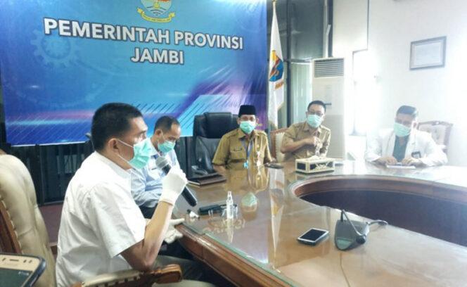 Juru Bicara Covid-19 Provinsi Jambi, Johansyah dalam konferensi pers, Senin (20/04/20).
