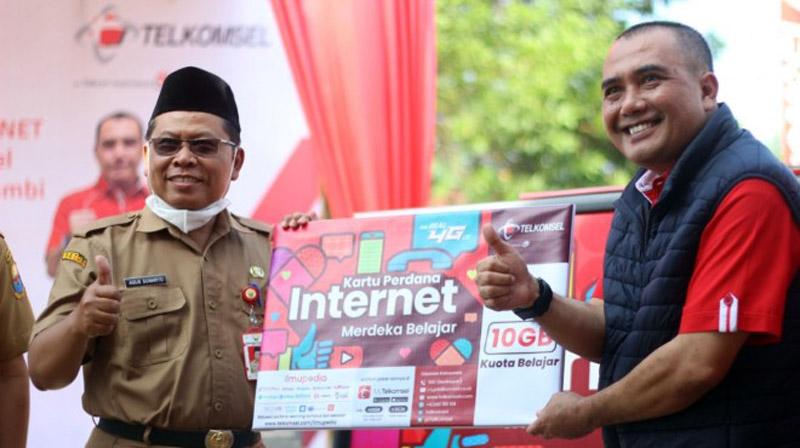 FOTO : Pemerintah Provinsi Jambi dan Telkomsel kembali meluncurkan program Merdeka Belajar Jarak Jauh (MBJJ), Senin (07/09/20).