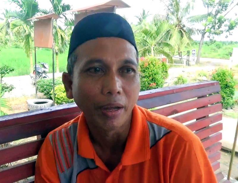 FOTO : Solikun (50) Kades Desa Parit Bilal
