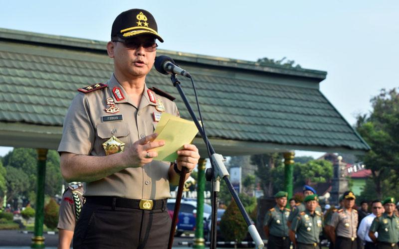 FOTO : Kapolda Irjen. Pol. Drs. Firman Santyabudi, M.Si memimpin Upacara Bulanan Gabungan TNI-Polri di Makorem 042/Garuda Putih Jambi, Senin (17/02/20).