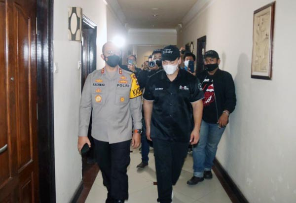 Kapolda Jambi Irjen Pol A. Rachmad Wibowo, SIK didampingi Charles Robin Lie saat Meninjau Hotel Grand Malioboro yang dijadikan tempat isolasi bagi pasien Covid-19, Kamis (29/07/21). FOTO : HUMAS