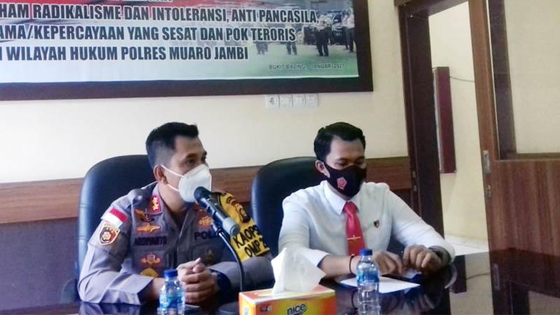FOTO : Kapolres Muaro Jambi AKBP Ardiyanto Sambut Ketua PWM Herlambang Saat di Mapolres Muaro Jambi, Senin (01/02/21).