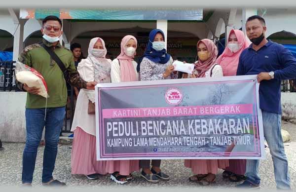 Relawan Kartini Kabupaten Tanjung Jabung Barat Bergerak turut memberikan bantuan, Jumat (18/06/21).