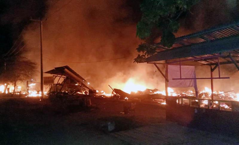 FOTO : Kebakaran hebat kembali terjadi di perumahan warga di Desa Purwodadi, Kecamatan Tebing Tinggi, Tanjab Barat, Kamis (18/02/21)