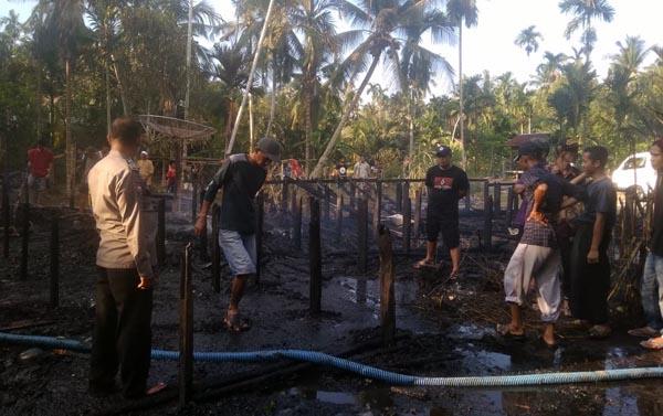 Penampakan Satu Rumah Warga Parit Cegat Pasca Ludes Terbakar. FOTO : Polsek Tungkal Ilir