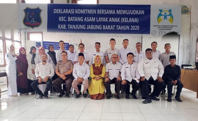 FOTO :CamatBatang Asam Dian Ismail Paripurna, S.Sos Foto Bersama UsaiDeklarasiKomitmen Bersama MewujudkanKecamatan Batang Asam Layak Anak(KELANA), Rabu (12/02/20)