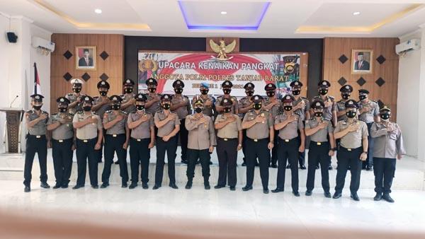 Wakapolres KOMPOL Alhajat, SIK (tengah) Bersama 25 Personil Polres Tanjab Barat Naik Pangkat di Hari Bhayangkara ke 75. FOTO : HUMASRESTJB