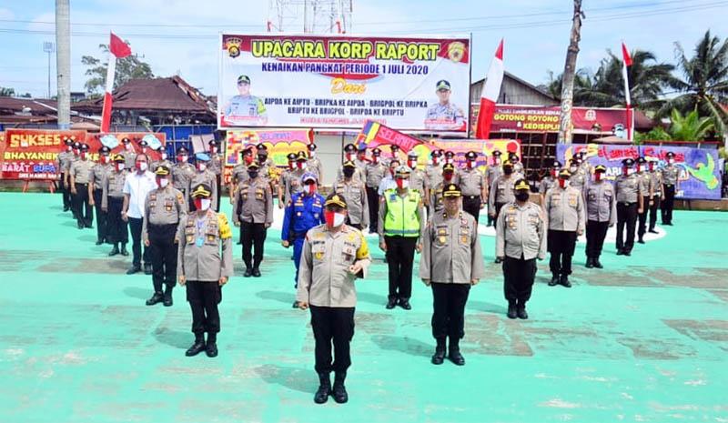 FOTO : Kapolres Tanjab Barat AKBP Guntur Saputro, SIK, MH Memimpin Upacara Korps Raport Kenaikan Pangkat 34 Personil Periode 1 Juli 2020 , Kamis (02/07/20).