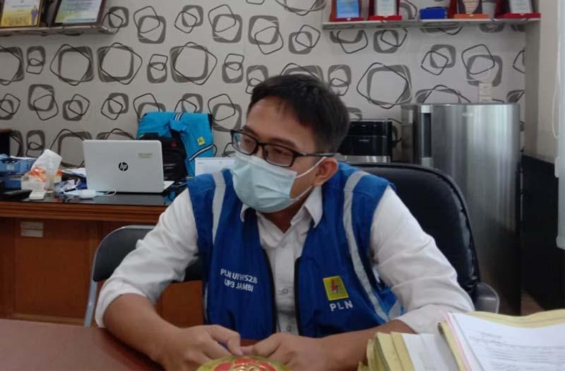 FOTO : Manager PT PLN ULP Kuala Tungkal, Rizki Tungguan