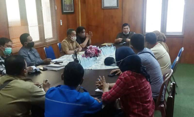 FOTO : Pengurus KNPI Tanjung Jabung Barat Saat Rapat bersama Disparpora Tanjung Jabung Barat Terkait Dana Hibah Organisasi untuk Kegiatan Tahun 2021, Rabu (03/02/21).