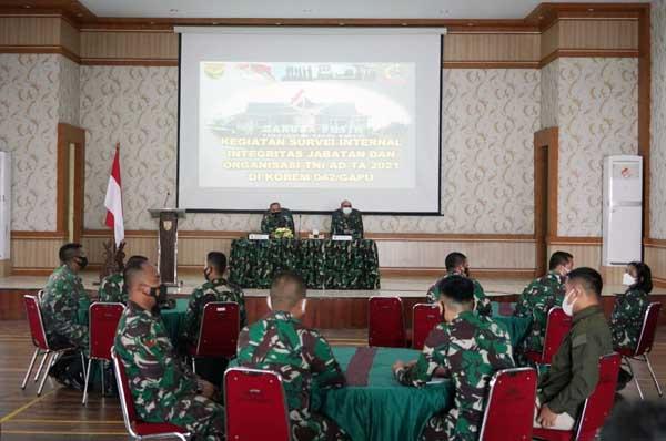 Srenad Gelar Survei Internal Organisasi TNI AD di Korem 042/Gapu, Selasa (13/04/21).