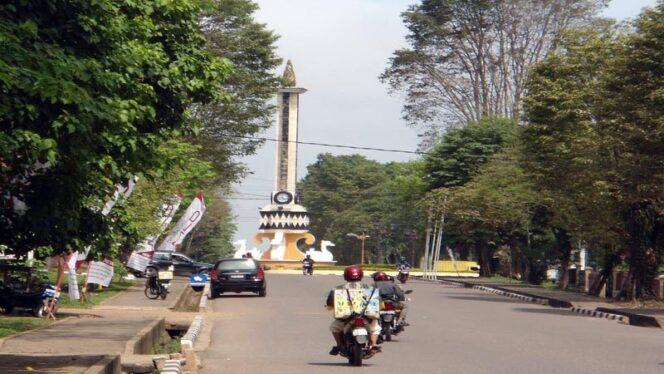 FOTO : Salah Satu Ikon Kota Jambi Tugu Jam Gedang
