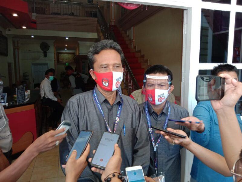 FOTO : Hairudin, Ketua KPU Kabupaten Tanjung Jabung Barat usai Acara Pencabutan Nomor Urut Calon di Tungkal Hotel Kuala Tungkkal, Kamis (24/09/20).