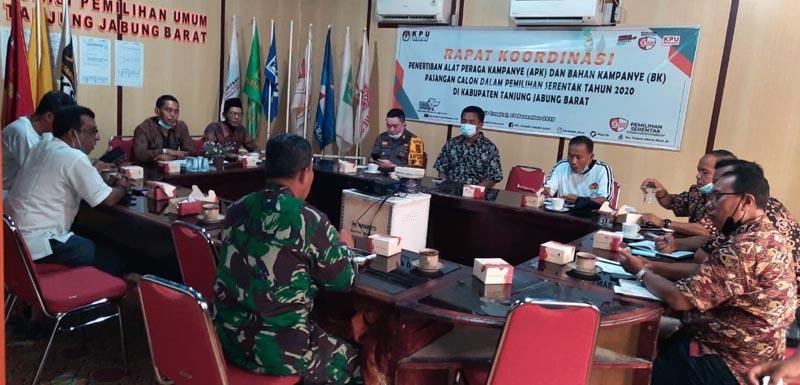 FOTO : KPU Tengah Rakor Penertiban APK di Kantor KPU, Sabtu (05/12/20).