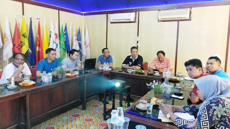 FOTO : KPU Tanjab Barat Hairuddin, S.Sos Memimpin Rapat Koordinasi Bersama Bawaslu dan Kepolisian Terkait Penundaan Pelantikan PPS di Kantor KPU, Mingggu (22/03/20)