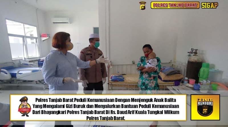FOTO : Kapolres Tanjab Barat AKBP Guntur Saputro, S.I.K, MH Bersama Kornas Team Reaksi Cepat PPA Jakarta mengunjungi M. Saparudin dirawat di RSUD KH. Daud Arif Kuala Tungkal, Sabtu (13/02/21).