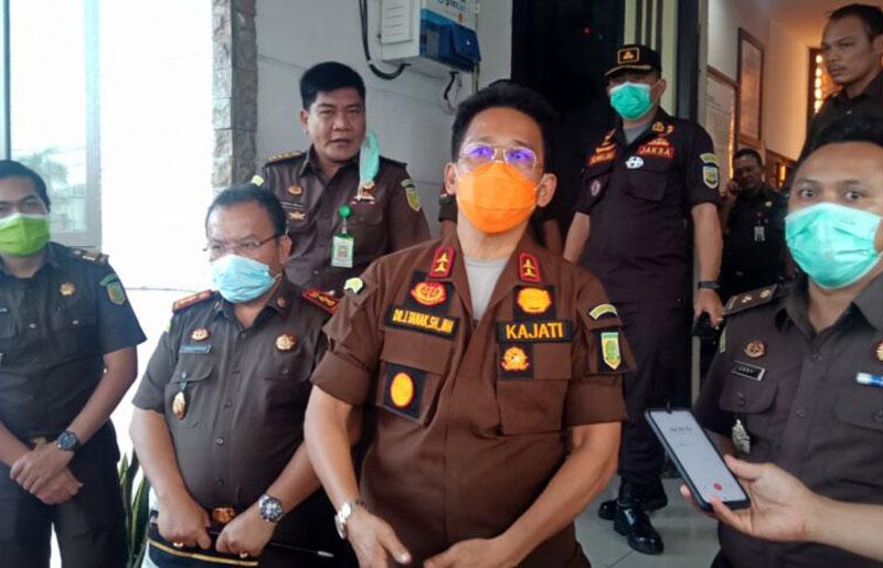 FOTO : Kepala Kejaksaan Negeri Tinggi Jambi Dr. Johanis Tanak, SH, MH Saat Kunjungan Kerja ke Kejaksaan Negeri Tanjung Jabung Barat, Kamis (12/11/20).