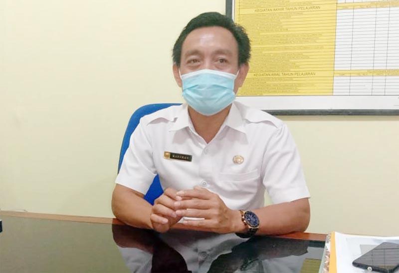 FOTO : Kepala SMA Negeri 1 Barat, Kadiman, S.Pd