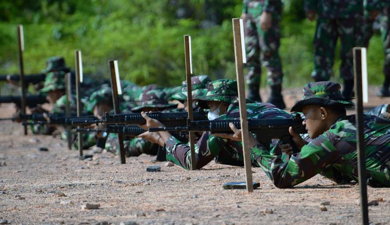 FOTO : GIat Latiihan Menempak Prajurit Korem 042/Gapu Senjata Ringan (Latakjatri) TW IV tahun 2020, di Lapangan Pall 13 Muara Jambi, Selasa (01/12/20).