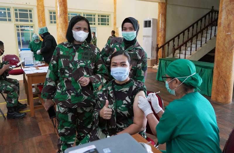 FOTO : Korem 042/Gapu Menggelar kegiatan Serbuan Vaksinasi Covid-19 Tahap Kedua, Kamis (25/03/21).