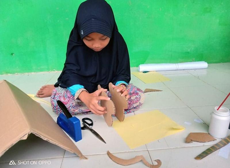 FOTO : Kreativitas Anak Mengolah Kardus