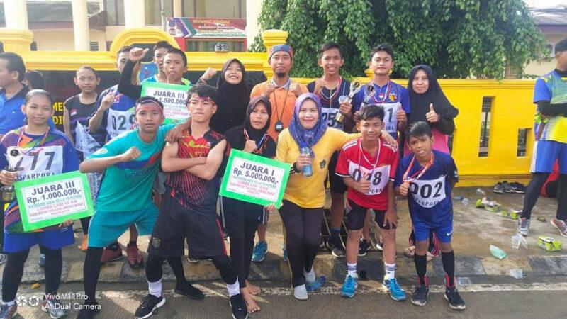 FOTO : Pelajar SMP Negeri 2 Kuala Tungkal Berhasil Raih Juara lomba lari 10 K yang diselenggarakan Dinas Pariwisata, Kepemudaan dan Olahraga Kabupaten Tanjung Jabung Barat, Minggu (15/12/19)