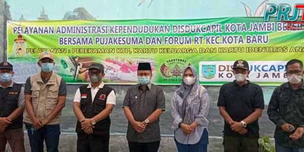 Wakil Wali Kota Jambi, Maulana Saat Hadiri Pelaksanaan Pelayanan Adminitrasi Kependudukan Sinergi Kota Jambi, Sabtu (10/07/21). FOTO : PANITIA