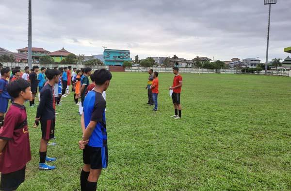 Pelaksanaan seleksi tahap kedua Liga Soeratin U-17 di Kabupaten Tanjung Jabung Barat.